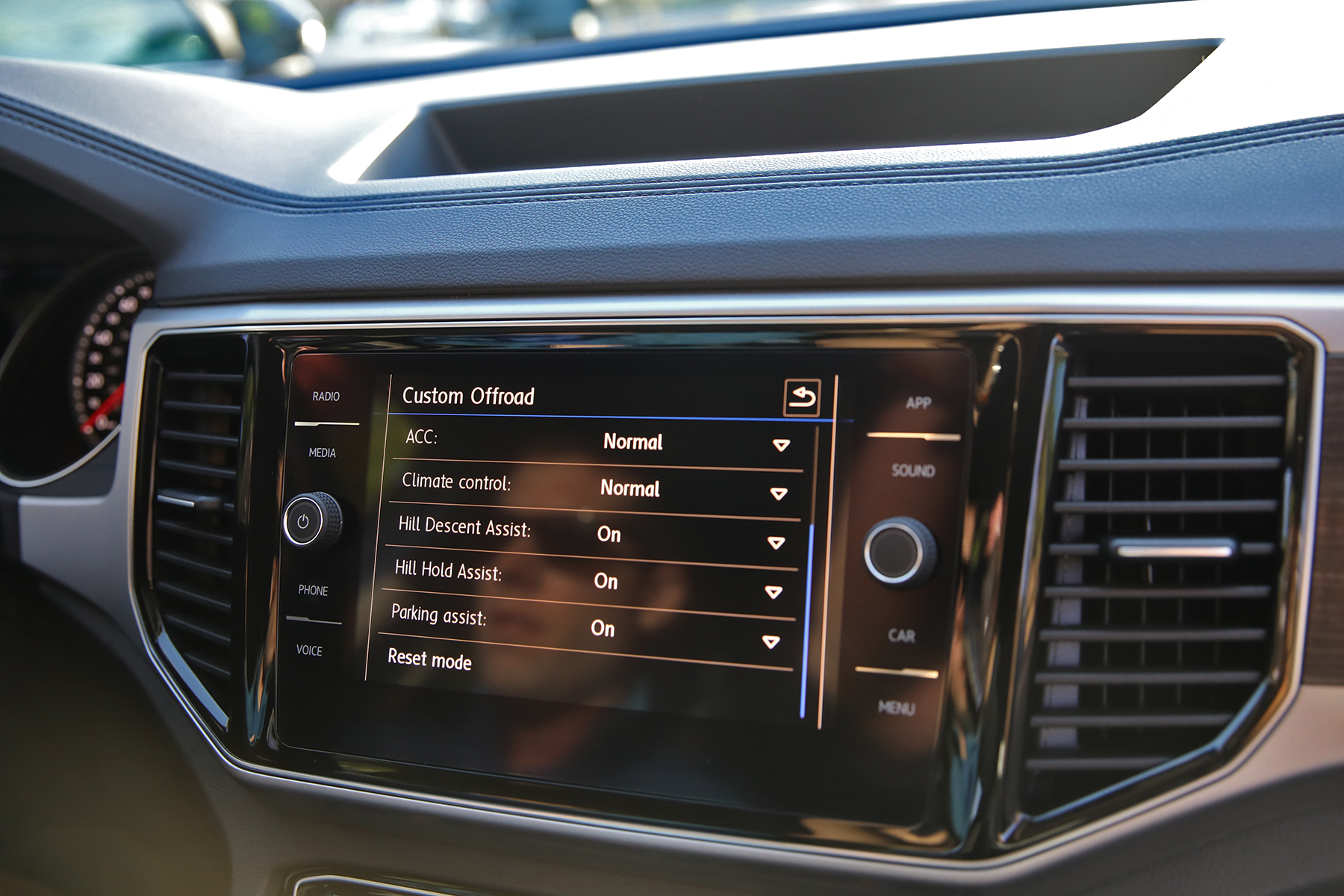 VW Atlas interior SUV drive mode display screen